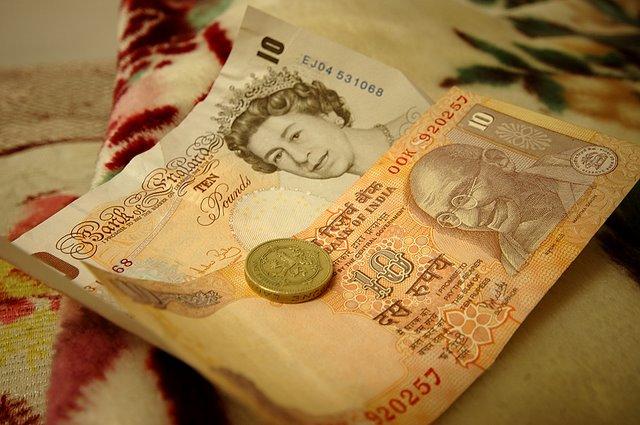 Przelewy pieniężne z Anglii do Polski (i nie tylko)